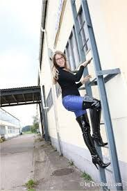 Bespectacled blonde in blue leather pants and black thigh boots climbing Black Thigh Boots, Thigh High Boots Heels, Heeled Boots, Sexy Stiefel, Leder Outfits, Sexy Latex, Long Boots, Nice Legs, Sexy Boots