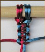 Macramé tutorial from Stone Brash Creative. Excellent illustrations and written directions make tying knots a breeze.