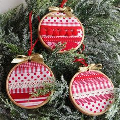 Embroidery hoop Christmas holiday tree decorations spots and stripes Holiday Tree, Christmas Tree Decorations, Christmas Holidays, Christmas Crafts, Christmas Ornaments, Holiday Decor, Ornaments Ideas, Christmas Events, Christmas Trees
