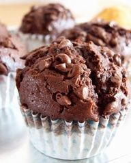 Clean eating Chocolate muffins with greek yogurt, cocoa, and applesauce, 58 calories each. low calorie breakfast or snack or dessert Healthy Treats, Healthy Desserts, Just Desserts, Yummy Treats, Delicious Desserts, Yummy Food, Tasty, Healthy Muffins, Healthy Recipes