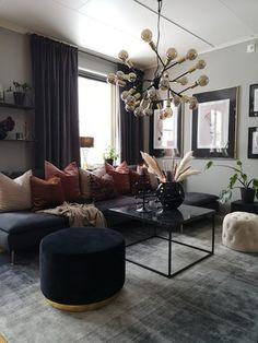 Modern svart soffa Matta 200 x 200 cm viskos grå/svart ERCIS - Beliani. Black Sofa Living Room, Home Living Room, Living Room Designs, Living Room Decor, Bedroom Decor, Black And Gold Living Room, Living Room Inspiration, Home Decor Inspiration, House Design