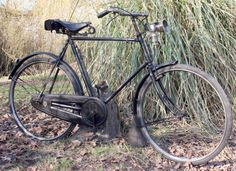 The design of the big Raleigh roadsters goes back to the first years of the 20th Century: this is a 1910 gent's model.