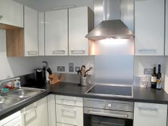 Kitchen facilities - Fridge/freezer ,Oven ,Microwave/oven ,combo ,Hot plates ,Dishwasher ,Percolator, Kettle ,Hob, fan ,Toaster ,Hot water/Filter and Juicer/Steamer Dinnerware and cookware provided