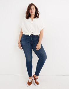 High-Rise Skinny Jeans in Paloma Wash: Raw-Hem Edition in paloma wash image 1 Big Girl Fashion, Curvy Fashion, Plus Size Fashion, Fashion Black, Petite Fashion, Woman Fashion, Latest Fashion, Curvy Girl Outfits, Casual Outfits