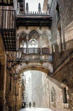 Carrer del Bisbe – Barrio Gotico- Barcellona.