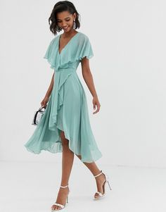 Discover the latest dresses with ASOS. From party, midi, long sleeved and maxi dresses to going out dresses. Shop from thousands of dresses with ASOS. Mini Skater Dress, Pleated Midi Dress, Midi Dress With Sleeves, Asos Dress, Going Out Dresses, Dresses For Sale, Dresses Online, Chiffon, Robes Midi