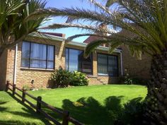 Situated on the cliffs of Mossel Bay's Point area, this house offers easy access to the walking trail within minutes. Plus lots of potential if you want to built on. WEB REF: Bay Point, Easy Access, Townhouse, Pergola, Trail, Walking, Outdoor Structures, Bedroom, Plants