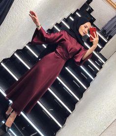 G r nt n n olas i eri i 1 ki i ayakkab lar Hijab Evening Dress, Hijab Dress Party, Skirt Fashion, Modest Fashion, Fashion Dresses, Modest Dresses, Modest Outfits, Hijab Style, Hijab Chic