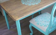 Curbside Table Gets a Gratitude Stencil Makeover Old School Desks, Old Desks, Kitchen Table Makeover, Desk Makeover, Table And Chairs, Dining Table, Old Drawers, Corner Table, Bright Ideas