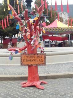 arbre chavaloin, arbre messages, bénévoles escales africaines, escales africaines 2015, chavaloin Epernay, papier mâché Epernay, chavaloin escales africaines, Epernay, Fair Grounds, Messages, Fun, Bouldering, Paper Mache, Drill Bit, African, Words
