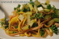 Spaghetti mit Gemüseragout und Hirtenkäse