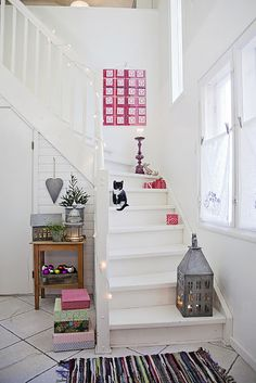 Decoration, Prestigious Christmas Staircase Decoration Ideas 36 Black And White Christmas Decorations: Beauty Modern Unique Interior Christmas Staircase Decoration Ideas Christmas Stairs Decorations, Christmas Staircase, Architecture Renovation, White Staircase, Small Staircase, White Hallway, Stair Decor, Staircase Decoration, Interior Exterior