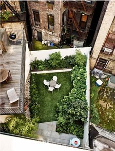 West Village Garden Decor Ideas - Patio Outdoor Furniture - Foras is a New York based Studio. They made in West Village this super chic garden designed to be viewed from the buildings around. West Village, Outdoor Spaces, Outdoor Living, Rooftop Patio, Rooftop Decor, Rooftop Lounge, Rooftop Bar, Design Jardin, Landscape Architecture