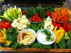 Fruit Platter Presentation Ideas Vegetable Tray Presentation Ideas More Fruit Tray Presentation Ideas Veggie Platters, Veggie Tray, Vegetable Trays, Yummy Veggie, Vegetable Salad, Healthy Food List, Healthy Recipes, Detox Recipes, Salad Recipes