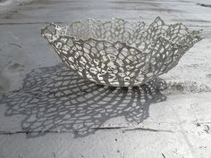 Slip Dipping - Lace into pottery. Ideas for metal clay. Ceramic Clay, Ceramic Plates, Porcelain Ceramics, Ceramic Pottery, China Porcelain, Crochet Bowl, Crochet Art, Ceramic Techniques, Pottery Techniques