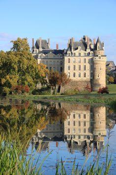 Château de Brissac (Брисак-Кенсе, Земли Луары, Франция). #замки #замкимира #шато…