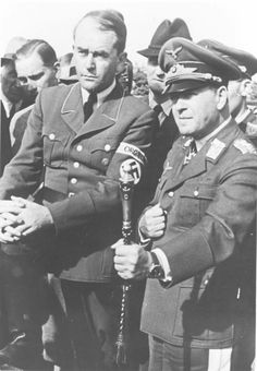 Reichsminister für Bewaffnung und Munition-Reich Rüstung und Kriegsproduktion (Reichminister for Armaments and War Production) Albert Speer und Generalfeldmarschall Erhard Milch