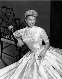 Doris Day was a sweetheart, but also a true fashion icon. Inspiring.