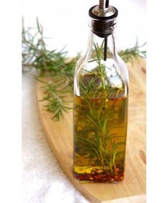 Rosemary, Basil, Thyme, Lemon, Herbs de Provence are delicious infused with grapeseed or olive oil. Flavored Oils, Infused Oils, Herbal Remedies, Natural Remedies, Pizzeria Trattoria, Enjoy Your Meal, Home Remedies For Hair, Hair Remedies, Food Gifts