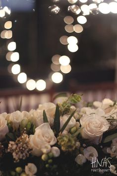 Madero Raill, Ambientación casamiento, flores, flowers, decor wedding, centro de mesa, centerpiece, mesa de madera, sillas tiffany de madera, wood, luces, light