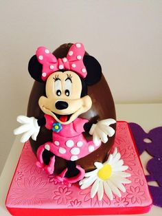 Minnie egg  - Cake by MELANIASCAKEATELIER
