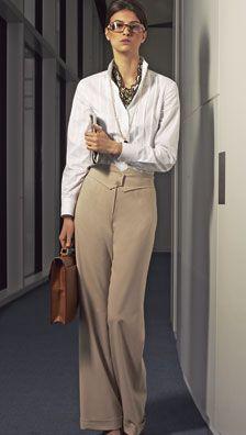 Burda 08/2007. Pantalon. Pour le bonheur de nombreuses femmes, la taille reprend du galon cet hiver. Ainsi sur ce pantalon de coupe large, la taille est soulignée par un bel empiècement en pointe boutonné et fait une silhouette féminine.