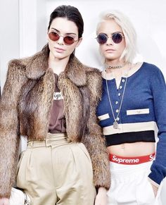 Cara Delevingne and Kendall Jenner. Paris Fashion Week show is already behind us but we are still full of admiration in tonnes of outfits, stylizations. Cara Delevingne, Fashion Week Paris, High Fashion, Fashion 2018, Fall Fashion, Fashion Models, Fashion Women, Latest Fashion, Supreme Boxers