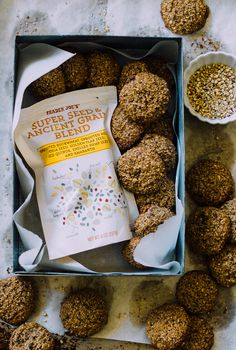 fast healthy nut & seed breakfast cookies | theclevercarrot.com