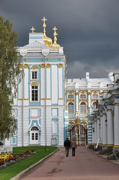 Beautiful St. Petersburg http://www.travelandtransitions.com/destinations/destination-advice/