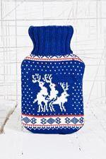 Christmas Reindeers Keeping Warm bei Urban Outfitters