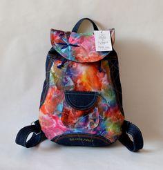 RIGBY+bag+no.+51+Dejte+barvám+šanci+s+novým+výstředním+batohem.+RIGBY+bag+je+ideálním+módní+doplňkem+určený+pro+volný+styl+a+Vaše+městské+pochůzky.+Každý+batůžek+má+originální+střih,+detailní+prošití+a+zajímavý+kontrast+barev.+Uvnitř+batůžku+je+podšívka,+menší+uzavíratelná+kapsička+na+zip.+Celý+batůžek+lze+stáhnout+šnůrkou+a+uzavřít+na+knoflík...