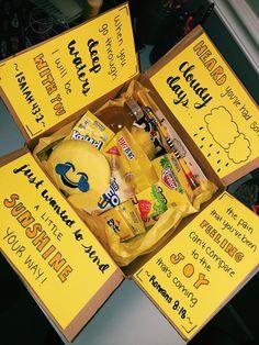 box of sunshine :) – Gift Basket Ideas Birthday Gifts For Bestfriends, Cute Birthday Gift, Birthday Gift Baskets, Friend Birthday Gifts, Birthday Presents, Diy Best Friend Gifts, Cute Gifts For Friends, Bestie Gifts, Homemade Birthday Gifts