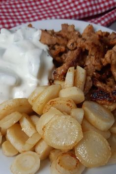 """Petersilienwurzeln als """"falsche Bratkartoffeln"""" ist auch genial #Petersilienwurzel #falscheBratkartoffeln Lchf, Keto, Low Carb High Fat, Low Carb Recipes, Garlic, Good Food, Vegetables, Cooking, Potato Fry"""