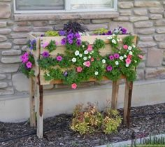 you are going to be inspired by 30 most amazing pallet planter ideas for your garden. These pallet planter ideas will make your growing space Herb Planter Box, Planter Box Plans, Pallet Planter Box, Pallet Boxes, Wooden Planter Boxes, Herb Planters, Outdoor Planters, Planter Ideas, Diy Pallet