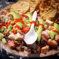 No te quedes con las ganas, ven a disfrutar estos mariscos a #Ensenada con su respectiva: salsa, aguacate y totopos ¿Te vas a quedar con el antojo?  Aventura por agringoinmexico  #Baja #Mexico #Mariscos