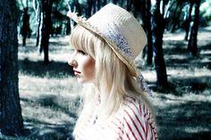 Nicole Sanmartín: Zahara en la naturaleza. Cowboy Hats, Winter Hats, Music, People, Photography, Style, Fashion, Naturaleza, T Shirts