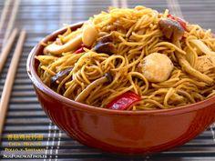 Chow Mein de Pollo con Setas Shiitake | Nos ponemos finos