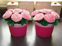 Mother's Day cupcake bouquets - Chocolate cupcakes with pillsbury frosting tinted pink. Used KHalstead cup method. Ran out of containers so I covered some Halloween ones with pink tissue paper. I'm hooked on these bouquets. Cupcake Boquet, Cupcake Flower Pots, Cupcake Cakes, Cup Cakes, Pink Cakes, Diy Cupcake Stand, Cupcake Ideas, Food Bouquet, Small Cupcakes