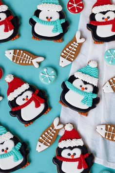 lo amo Enjoy these simple penguin cookies all winter long. These adorable delicious sugar cookies decorated with royal icing are sure to please your guests. Fish Cookies, Fancy Cookies, Iced Cookies, Cute Cookies, Cookies Et Biscuits, Cupcake Cookies, Cookie Favors, Flower Cookies, Heart Cookies