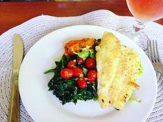 Ranguinho!!! 😋😋😋 Salada fria: alface, rúcula e agrião - Salada quente: couve folha, espinafre e tomate cereja - Quibebe e o protagonista Linguado com molho de azeite de limão - Bebida: Suco de 1 limão com chá de hibisco 🌺, dente de leão, canela e gengibre... #eucuidodemim #comidadeverdade #projetoquarentinha #quarentinha #melhoraosquarenta #diet #dieta #foco #determinacao #comidacaseira #eufiz #adorooquefaco #fitness #fit #rango #food #comida #comidasaudável #errejota #rj #errejota021…