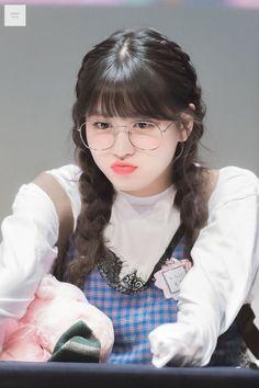 Twice - Momo Nayeon, Kpop Girl Groups, Korean Girl Groups, Kpop Girls, My Girl, Cool Girl, Rapper, Sana Momo, Mode Kpop