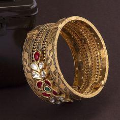 Gold Bangles For Women, Gold Bangles Design, Gold Rings Jewelry, Diamond Jewellery, Antique Bracelets, Antique Jewelry, Beaded Jewelry Designs, Bridal Jewelry Sets, Ibaraki