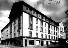 Kuvagalleria:  Vanhat kuvat kertovat, minkälainen oli pankkimaailma Oulussa vuosikymmeniä sitten.