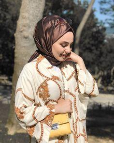 Birden Geldin Aklima Yakiverdin Isiklari Hayret Ettim Kalbime Bazen Mutluluktan Salim Ipekhanofficial Hijab Fashion Beautiful Hijab Hijabista Fashion