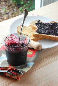 Easy Blueberry Jam: No Canning Equipment Required {Macaroni and Cheesecake}