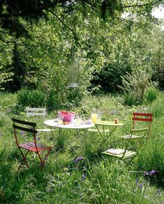 Inspiration: Beautiful Outdoor Spaces this would be cute if i co. Inspiration: Beautiful Outdoor Spaces this would be cute if i could come out w/out mosquito bites on my f. Meadow Garden, Garden Cottage, Dream Garden, Home And Garden, Garden Living, Garden Art, Outdoor Dining, Outdoor Spaces, Outdoor Decor