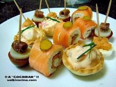 CANAPÉS VARIADOS | Comparterecetas.com Catering Food, Wedding Catering, Catering Ideas, Spanish Tapas, Appetizer Dips, Sushi, Brunch, Food And Drink, Snacks