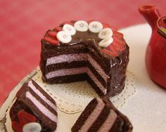 Miniature Dollhouse Food - Chocolate and Strawberry Cake | Flickr - Photo Sharing!