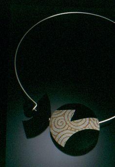 2000 Lentil Bead (bicolor)  http://www.gwengibson.com