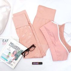 The perfect seamless combo to help you wind down for tonight.  @andi.lew @doterra ⠀  #mACTIVE #beboldbeyou #activewear #athleisure #styleblog #styleinspo #fashion #healthy #fit #fitness #active #lifestyle #womenswear #instagood #essentialoils #wellness